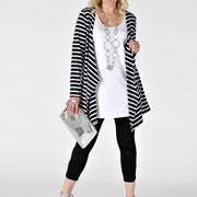 So geht's auch: Streifen-Jacke zu klassischem schwarz-weiß-Look. Von Yoek