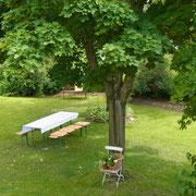 Blick vom Essplatz in den Garten