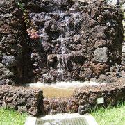 Der Wasserfall gegenüber der Terrasse des Romantico