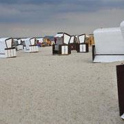 Strandkörbe und kein Bratwurststand