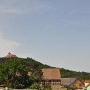 Die Wachsenburg , die wird noch heute bewohnt , von irgend einem Raubritter