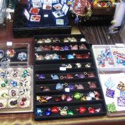 grand choix de bijoux en verre de Murano.
