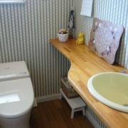 お手洗はレッスン室のすぐ隣、小さな子供さんも安心です