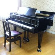 グランドピアノで素敵な音を奏でましょう