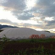 水耕栽培の巨大ドーム群