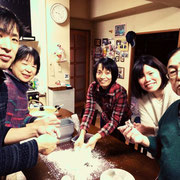 うちの家系は食べることが大好き。さあ食べよか~おもむろに始まる餅づくり