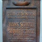 Gedenktafel am Eingang