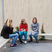Pausenhof / Sitzmöglichkeiten