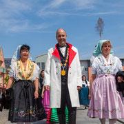 Lübbener Gastgeber zum Deutschen Trachtentag: Bürgermeister Herr Kolan und Frau Schulze und Frau Strasen vom Spreewald-Frauenchor Lübben