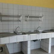 Abwaschraum - im neuen Sanitärhaus befinden sich Außenspülen @ Naturcamping Zwei Seen