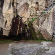 Templo del Condor. Agranda la foto para ver el pico abajo (las 2 rocas representan las alas).