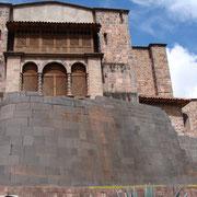 Coricancha. La base es del Templo del Sol Inca.