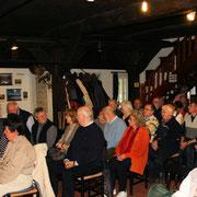 Die Teilnehmer und das Publikum in froher Erwartung