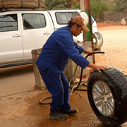 Reifenflicken in Twee Rivieren