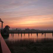 Sonnenuntergang über der Oste. Foto: ©Rita Helmholtz