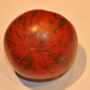 TOM 095 Grün Rote v. Martin / ca. 5 cm gross, runde, grün-rote gestreifte Tomate mit rot-dunklem Fleisch