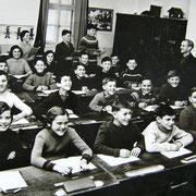 3 Stufen in einer Klasse mit Lehrer Humer