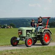 Familienurlaub Bauernhof mit einer spaßigen Treckerfahrt