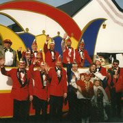 Teil des Vorstands mit Prinzenpaar 2000
