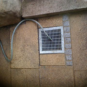 Wurzeln ausgefräst aus Rohrleitung und neuen Hof topf gesetzt