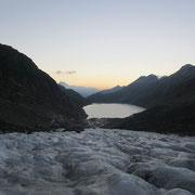 Der BLick zurück, etwa 40 min auf dem Gletscher
