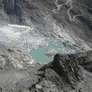 An der Zunge des Rhonegletschers hat sich ein See gebildet