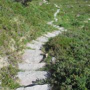 Wer keine Natursteintreppen mag ist hier wohl falsch