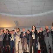 L'ensemble des soutiens à François Hollande sur scène / Photo : Anik Couble