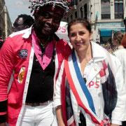 Michèle Edery (adjointe au maire de St Fons) et un militant / Photo : Anik Couble