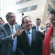 François Hollande entouré de Jean-Jack Queyranne, Gérard Collomb et Sarah Boukaala  © Anik COUBLE
