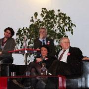 Emilie RENOUX en charge de la Communication et Jacky DARNE 1er secrétaire fédéral PS- Rhône, entourés des intervents / Photo : Anik Couble