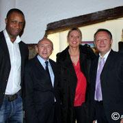 Thierry Braillard et Gérard Collomb, entouré des sportifs venus apporter leur soutien à Thierry Braillard  © Anik COUBLE