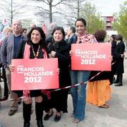 Michèle Edery (adjointe au maire de St Fons) au 1er plan, venue soutenir François Hollande à Vaulx en Velin © Anik COUBLE
