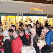 jeudi 15 janvier, 9h au Leclerc de Landerneau; 80 Charlie Hebdo livrés