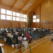 寒い体育館の中、皆さん熱心に総会をに参加してくださいました。