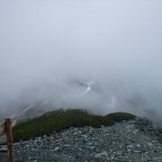 一瞬だけかすかに北岳山荘