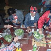 晩ご飯は野菜たっぷりなべ料理