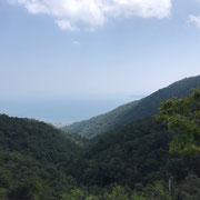 うっすらと琵琶湖が見えて