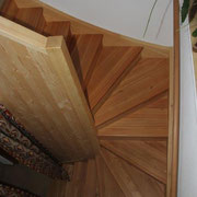 Scala in legno di larice con frontalini