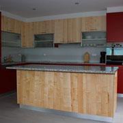 Cucina in melaminato con legno d'acero