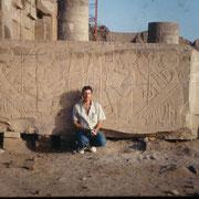 En el templo de Kom Ombo,un impresionante bloque tallado con las divinidades del templo