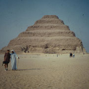 Frente a la piramide de Djoser en Saqqara