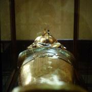2ª ataud de madera enchapada en oro de Tutankhemen. Museo de El Cairo.