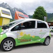 Ausleihen eines Elektro Autos ist in der SAMO Karte enthalten