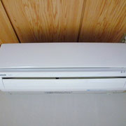 玄関横の和室6帖のエアコン