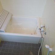 バスルームには小窓もあります