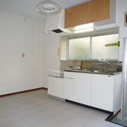 キッチンセット上部には吊戸棚があります