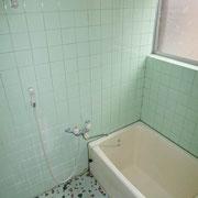窓付きで明るい浴室