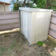 専用庭に屋外物置があります。