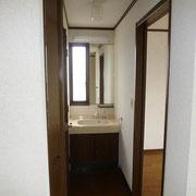 2階にも洗面台があります。忙しい朝には便利!